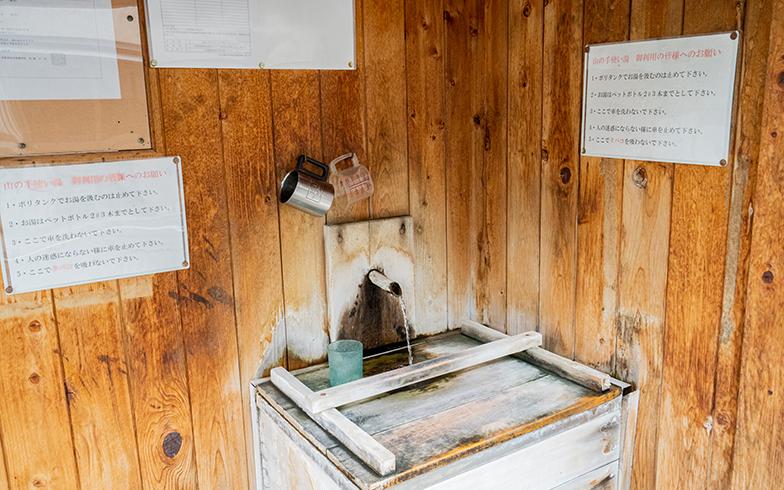 街角には、温泉水を飲めるスポットが存在する(写真撮影/高木真)