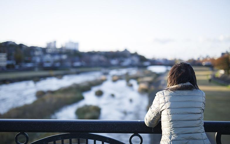 思い入れのある犀川にて(写真撮影/イマデラガク)