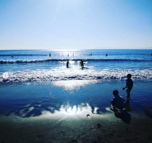 海岸までは愛車で向かう。平日に波に乗り、人の多い休日に仕事をすることも(写真提供/L・Iさん)