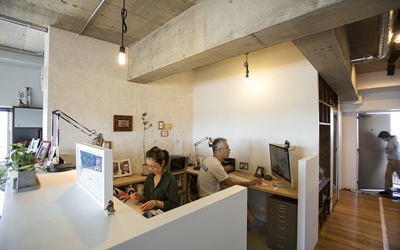96.55平米の3LDKのマンションを、「小学校のような家」というコンセプトのもとにリノベーション。このワークスペースは「図工室」という位置づけだ(写真提供/リビタ)