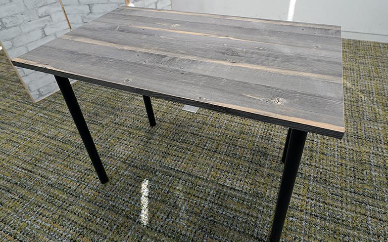 必要な費用は8000円程度。テーブル天板や伸縮式の脚などは、ホームセンターなどで入手可能だ(写真撮影/SUUMOジャーナル編集部)