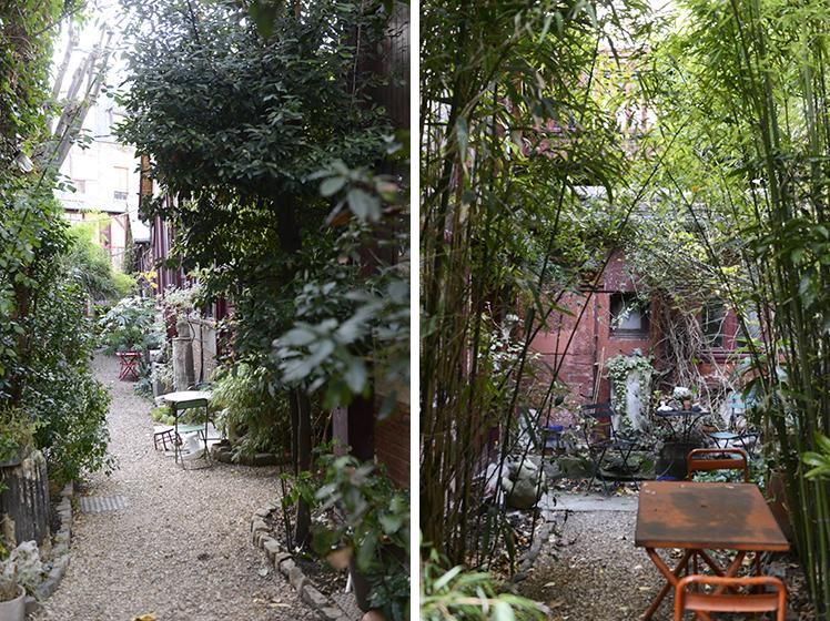一軒家の連なる道には全ての家の前にはテーブルと椅子が用意されていて、家の一部として機能していることが伺えます。お隣とテーブル越しに楽しい会話やひとときを過ごす社交場にもなっています(写真撮影/Manabu Matsunaga)