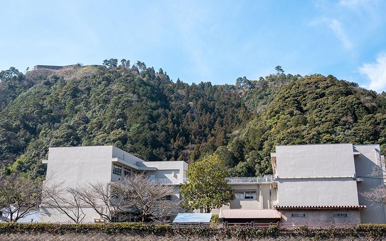 津和野高校のうしろには津和野城跡がある(画像提供/鈴木さん)