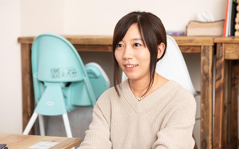勝見彩乃さん(35歳)。大学3年生のときにインターンをしていた、求人メディアのベンチャー企業に卒業後就職。その後、ソフトウェア、インターネットメディア企業などで、主に人事・採用に携わる(写真撮影/片山貴博)