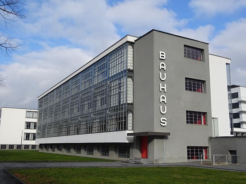 デッサウのバウハウス校舎。中央に見えるのが工房棟。以下、写真撮影は全て筆者