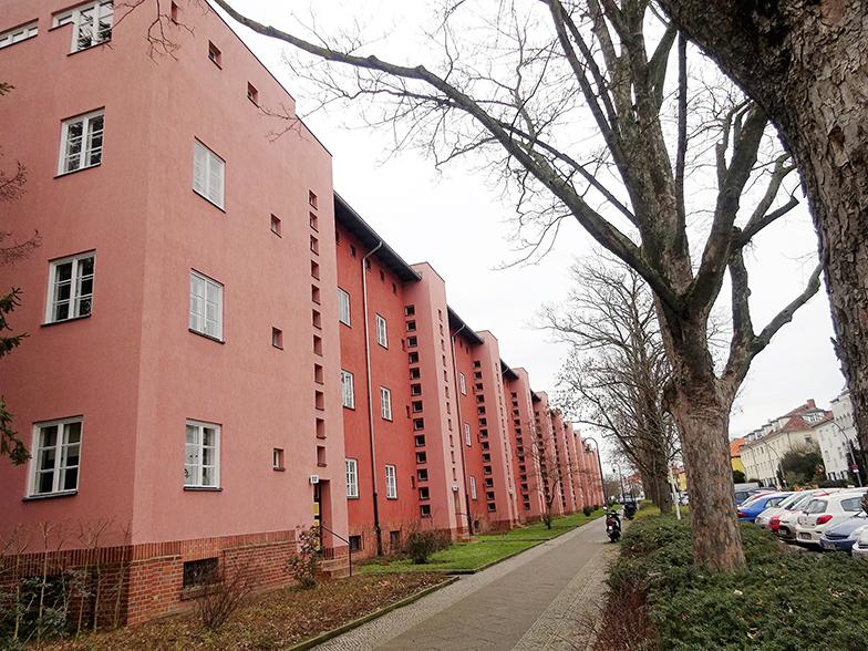「レッド フロント」と呼ばれる集合住宅