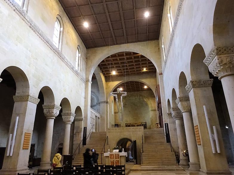 「ニーダーザクセン風の支柱」が見られる教会内部
