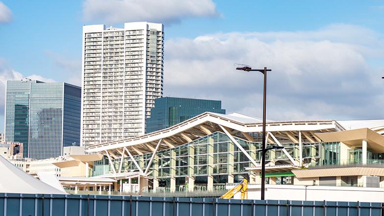 昼間に高輪ゲートウェイ駅をのぞむ(写真撮影/辰井裕紀)