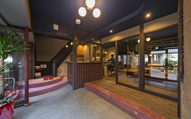 京都の元遊郭建築をリノベ。泊まって、食べて、働いて、が一つになった宿泊複合施設に行ってみた!