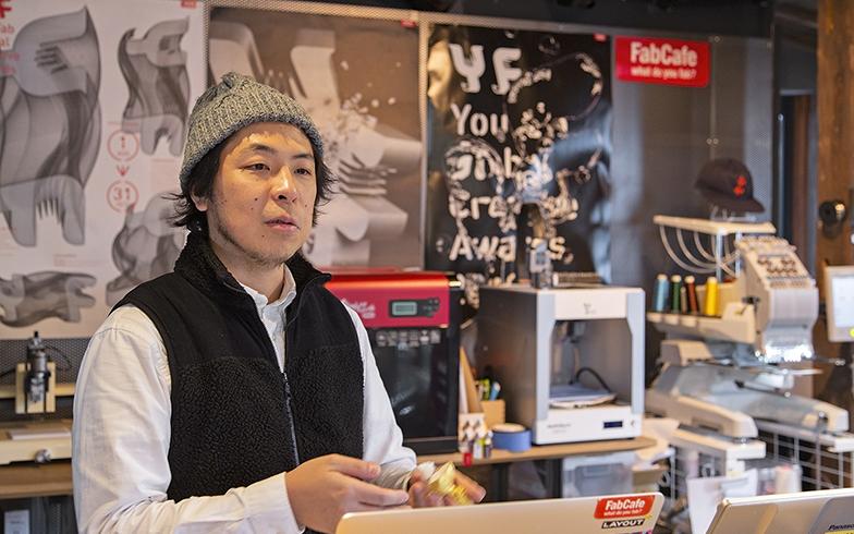 木下浩佑さん。この店で働く前も東京のモノづくり施設で運営に携わる。経験を活かし、京都ならではの素材や伝統、人脈を活かしたファブスペースづくりに取り組んでいる(写真撮影/出合コウ介)