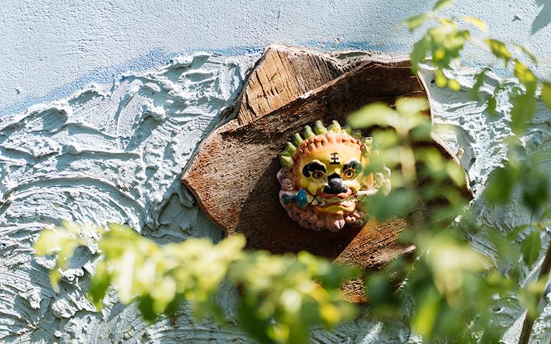 劍獅は民家の壁にもあしらわれています。その表情はさまざま(写真撮影/KRIS KANG)