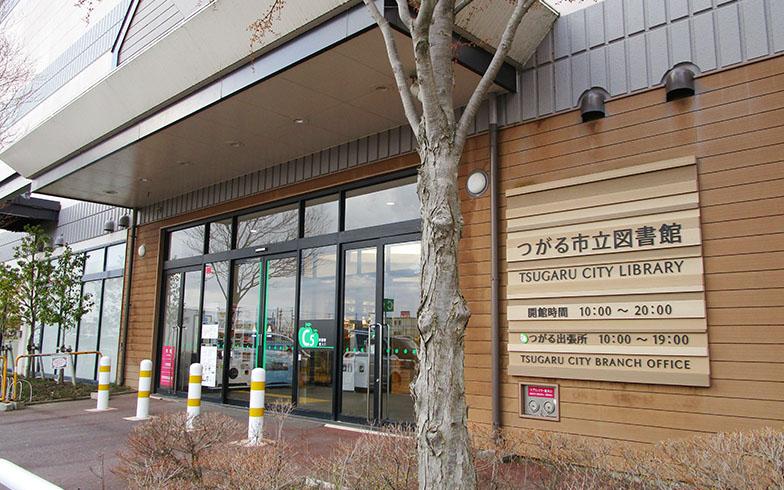 つがる市立図書館の入り口(画像提供/株式会社図書館流通センター)