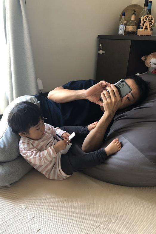 現在、妻、我が子と一緒に暮らす杉山さん(画像提供/杉山さん)