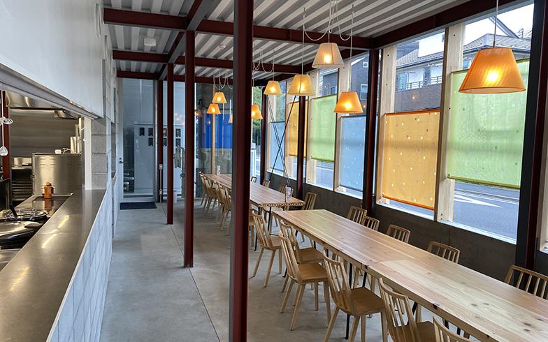 敷地の中心に位置する専用カフェテリアでは、平日の朝・夕2回、入居者に食事が提供される(写真提供/JR中央ラインモール)