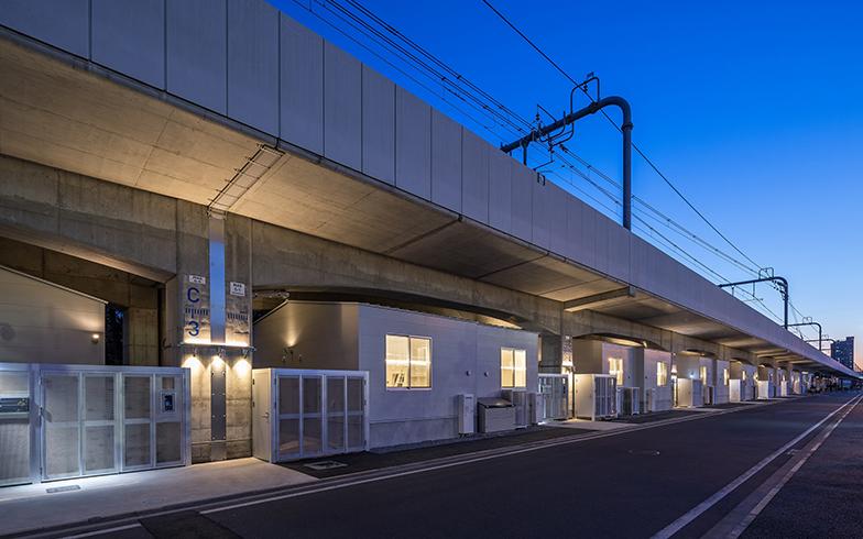 JR中央線の東小金井駅から徒歩7分、武蔵小金井駅からは徒歩11分と、両駅が利用可能。両駅間の高架下にはすでにショッピングモールや保育園がある(写真提供/JR中央ラインモール)