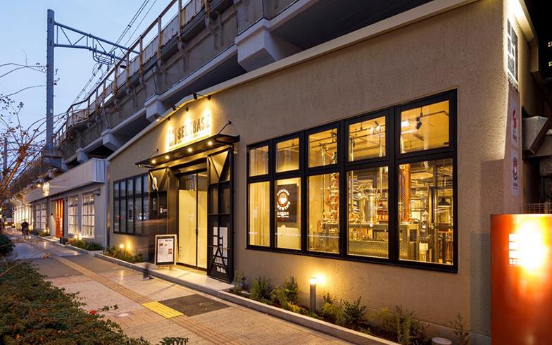 「SEEKBASE」の外観。ホビー系の店舗以外に、飲食店や「UNDER RAILWAY HOTEL AKIHABARA」というホテルもある(写真提供/ジェイアール東日本都市開発)