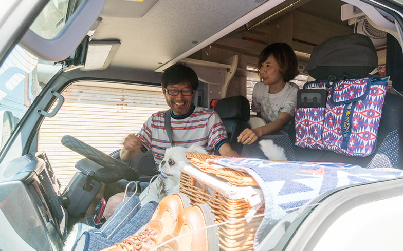 北へと向かった秋葉さん夫妻(写真撮影/中川生馬)