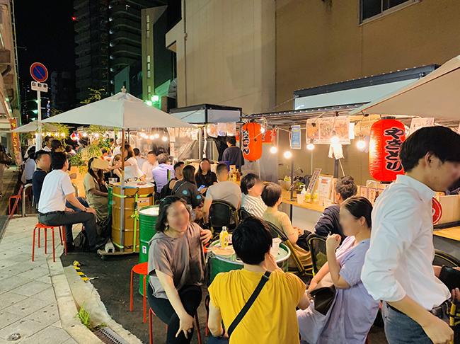 「ほんまのYATAI天満」には焼き鳥、台湾料理、沖縄料理などの幅広い種類の飲食店の屋台がならぶ(写真提供/Replace)