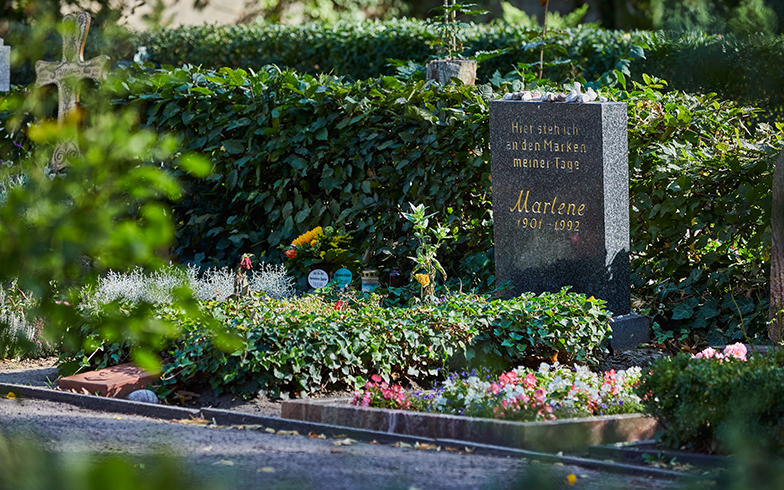 ベルリンの名誉墓碑(Ehrengrab)とされるマレーネ・ディートリヒが土葬されているお墓。その近くには写真家のヘルムート・ニュートンのお墓も(撮影/Shinji Minegishi)