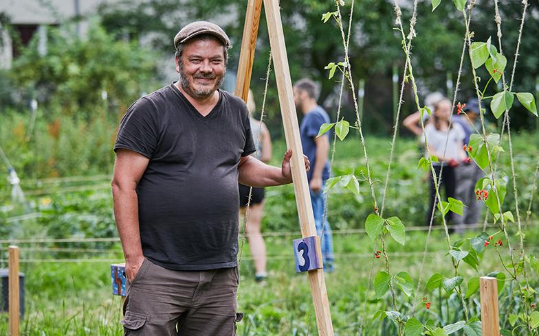 創始者のロバート・シャウ(Robert Shaw)さん。都市の真ん中で、農作業を通してお互いに教えあったり助け合ったりしながら、自然と人が共存できる場所をつくりたかったと語る(撮影/Shinji Minegishi)