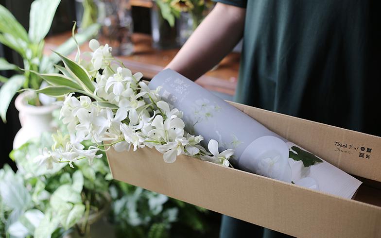 「霽れと褻(ハレトケ)」は、花と新聞が届く定期宅配便。顧客はどんな花が届くか分からない楽しみもある(写真提供/BOTANIC)