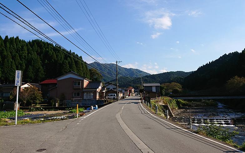 市街地から離れた里山の風景(写真提供/富山県朝日町)