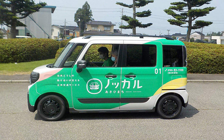 「ノッカルあさひまち」実証実験で使用されている車両。実証実験後は各家庭の自家用車が使用される予定(写真提供/富山県朝日町)