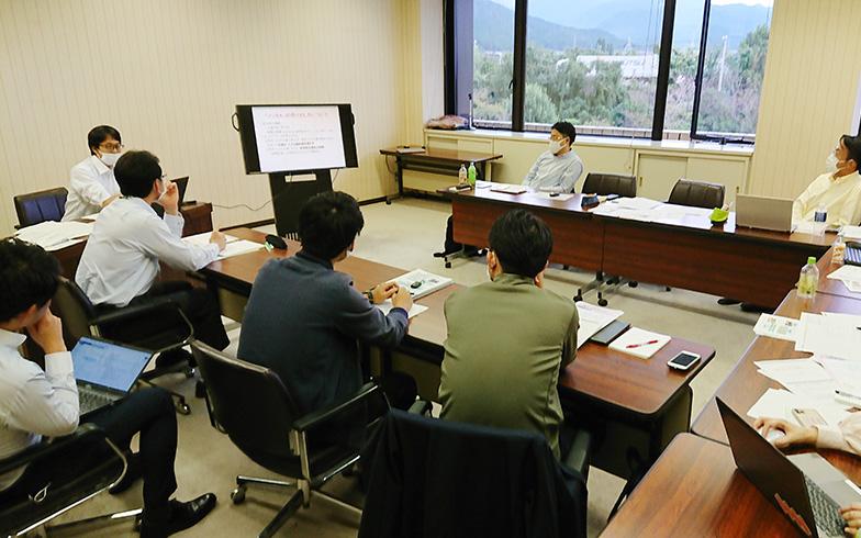協議会メンバーによる仕組みづくり会議の様子(写真提供/富山県朝日町)