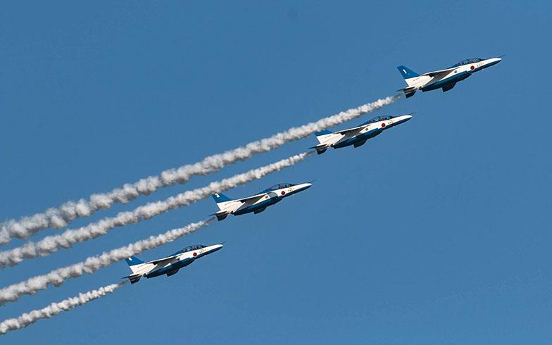 狭山市の返礼品「入間航空祭観覧席」。ブルーインパルスの曲技飛行も見られるとあって、毎年人気(画像提供/大金歩美)