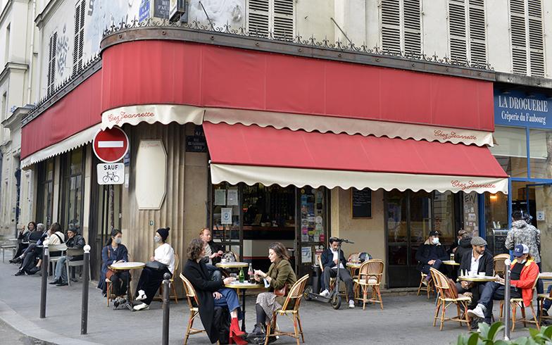 Chez Janetteは紀子さんは子どもを学校へ送り届けた後に、ママンたちとお茶をして情報交換をする場所。今は仕事帰りやひと息つきたいときにカウンターでカフェを飲むそう(写真撮影/Manabu Matsunaga)