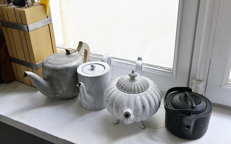 日本茶、中国茶、ハーブティー、紅茶。お茶というお茶が大好きな紀子さんは、いろいろなポットを持っている(写真撮影/Manabu Matsunaga)