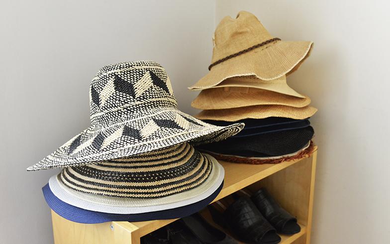 帽子好きな紀子さんは、旅で見つけたものもコレクションに。自分のブランドでもつくっている(写真撮影/Manabu Matsunaga)