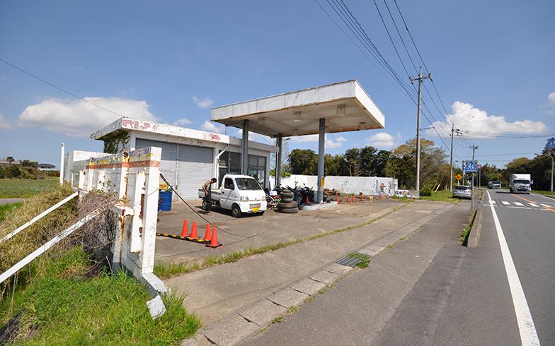 廃業したガソリンスタンドを(写真提供/家いちば)