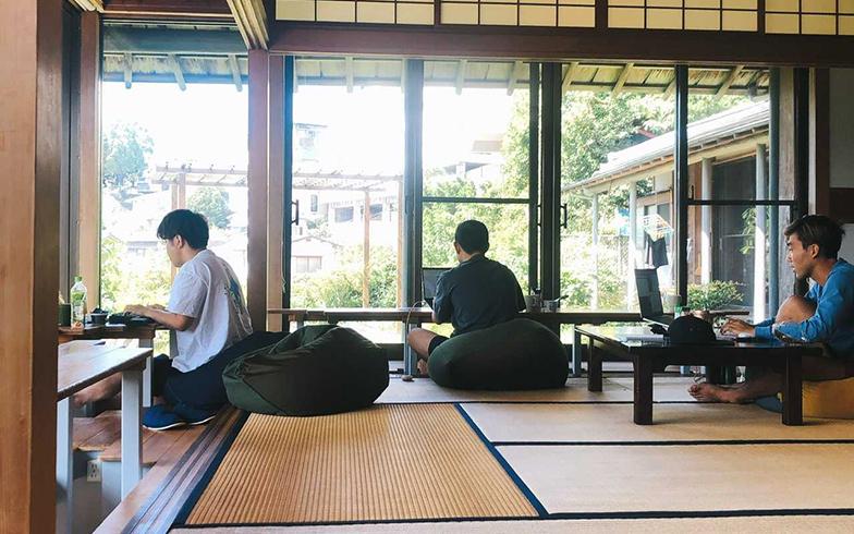 長崎の古民家で、同僚と一緒にワーケーション(写真提供/Eさん)