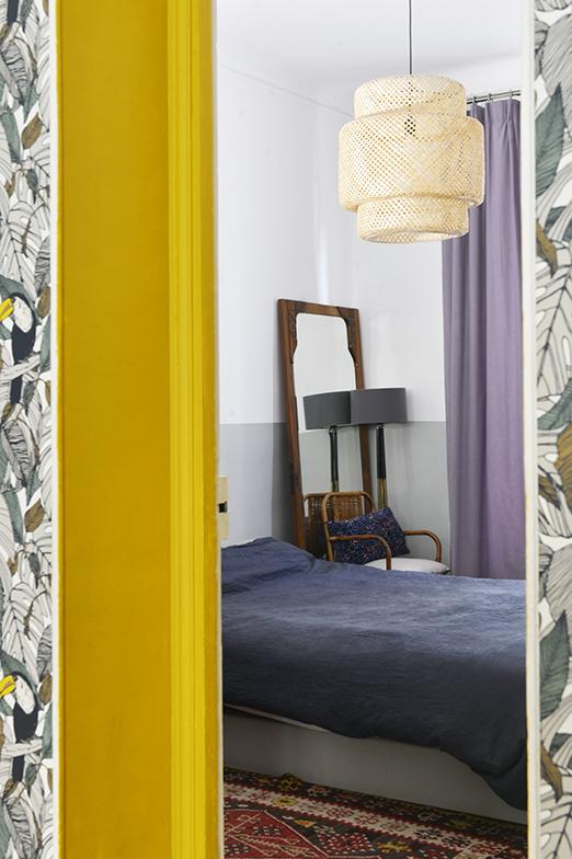サロンから見た寝室「この全ての色のバランスが私にとってパーフェクトなんです」と語る(写真撮影/Manabu Matsunaga)