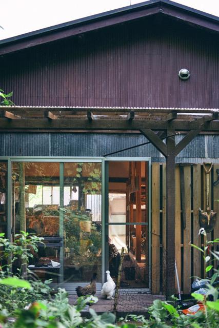 菅原さんと阿部さんが借りている平屋木造住宅。住居兼アトリエみたいな場所(写真提供/みち草工房、写真撮影/Furusato Hiromi)