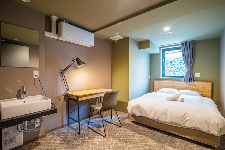 押上にある「WISE OWL HOSTELS RIVER TOKYO」は個室タイプ。生活に必要な家具や家電が備え付けられている(画像提供/Unito)