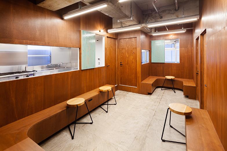 2階のレンタルキッチンは、1時間1000円~(画像提供/エコラ)