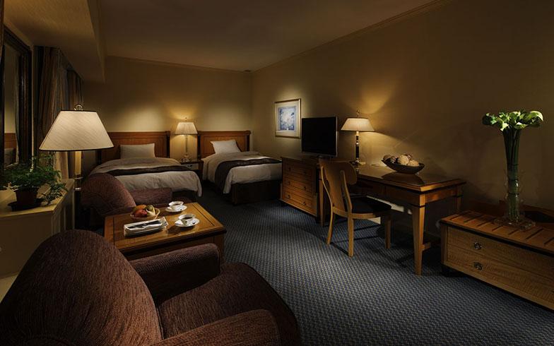 客室イメージ。デラックスフロアデラックスツイン30泊40万円は、贅沢な時間を堪能できる部屋に泊まれるプラン(画像提供/リーガロイヤルホテル)