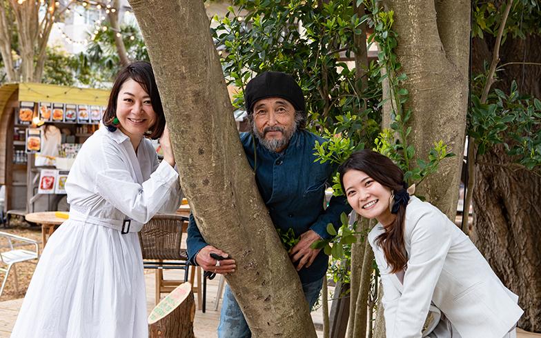 執行役員の湯浅さん、中央がジーザスさん。右は椿森コムナを知り拓匠開発に入社したという経営企画部の石井友美さん(写真撮影/片山貴博)