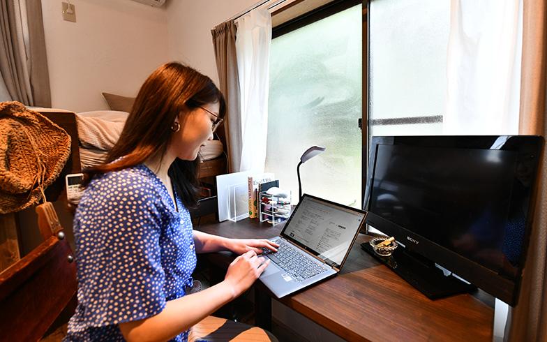 「自室で仕事をするのは主に午前中ですが、集中したいときにも使います。今は週一度の出勤が、ほどよいペースです」(H.Iさん)(写真撮影/五十嵐英之)