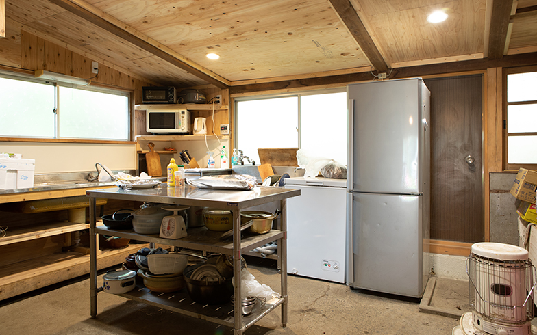 飲食店の営業許可をとるため改修中のキッチン(写真撮影/片山貴博)