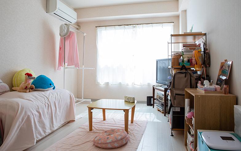 まっちゃんさんの部屋はワンルームタイプ。3年以上住んでいるとは思えないほど、綺麗でこざっぱりとした明るい住まい(撮影/片山貴博)