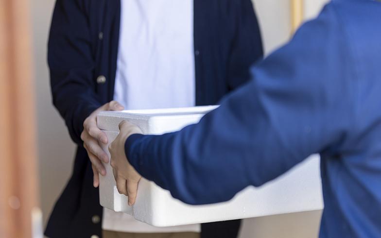 パルシステムの利用料金は家賃と一緒にあんどから引き落とし。週1回の配達時に配達員が安否確認を行う(画像/PIXTA)