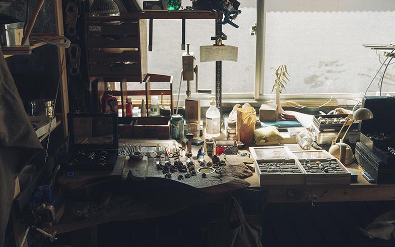 アクセサリー工房の一角。建築にアクセサリー、音楽とちょっと才能があふれすぎ(写真撮影/嶋崎征弘)