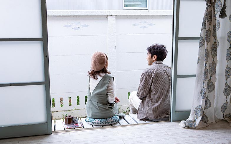 縁側の床は、入居後に白いペンキで塗り直してメンテナンス(写真撮影/片山貴博)
