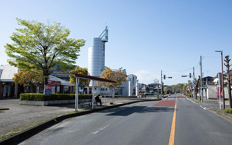 電柱なども埋設され、空を広く感じる「鳩山ニュータウン」(撮影/片山貴博)