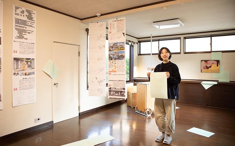 庭付きの一戸建てをシェアアトリエに。花岡美優さん(写真)を含めた3人が活動の拠点にしている。花岡さんは日本画・現代アートを専攻する(撮影/片山貴博)