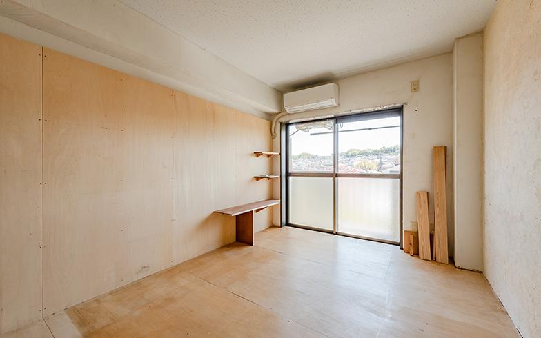壁と床に張る合板はOSB・シナ・ラーチ・ラワン・MDFの5種があり、旧タイプの部屋から切りかわるときに引っ越して来る最初の入居者が選べます(写真撮影/田村写真店)