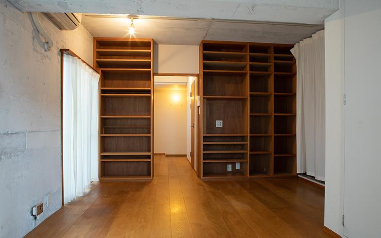 建築関係のご夫妻が住んでいた、床から棚・天井まで約150万円かけてDIYした部屋(写真撮影/片山貴博)